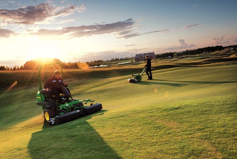 Walk Behind and Riding Greens Mowers  	2500E_220SL