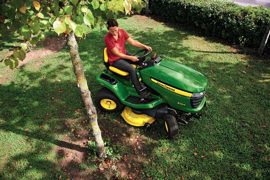 John Deere Riding Lawn Equipment : X300 Series
