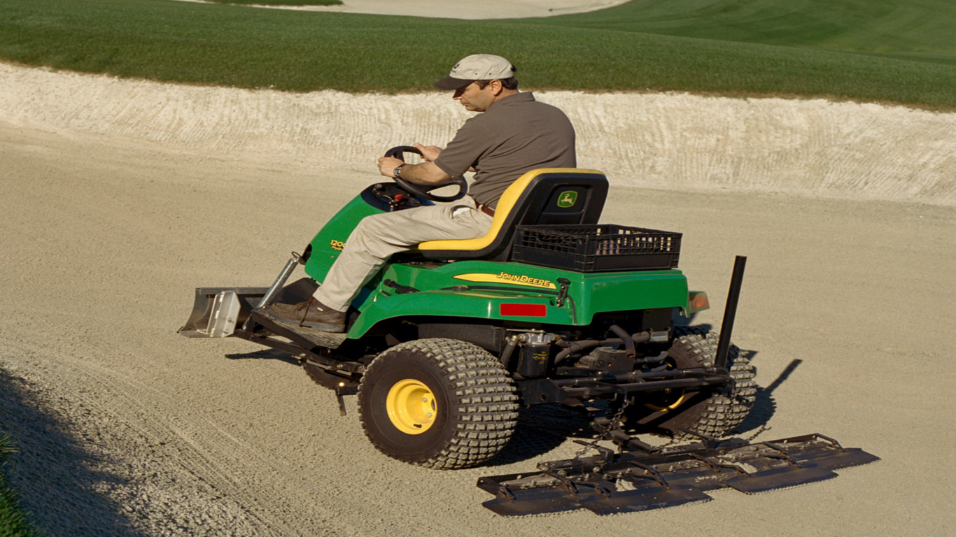 John Deere's new 1200H bunker rake features a powerful three-wheel drive hydrostatic powertrain.
