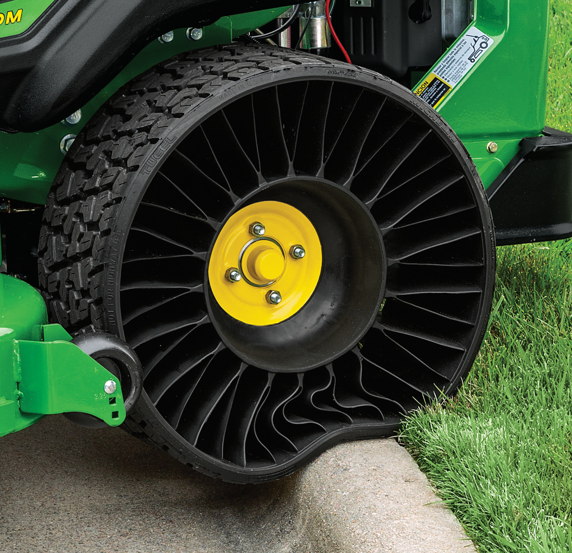 The new Z994R commercial zero-turn rotary mower & Michelin X Tweel Turf airless radial tyre make their debut at SALTEX 2018 at the NEC, Birmingham in November.