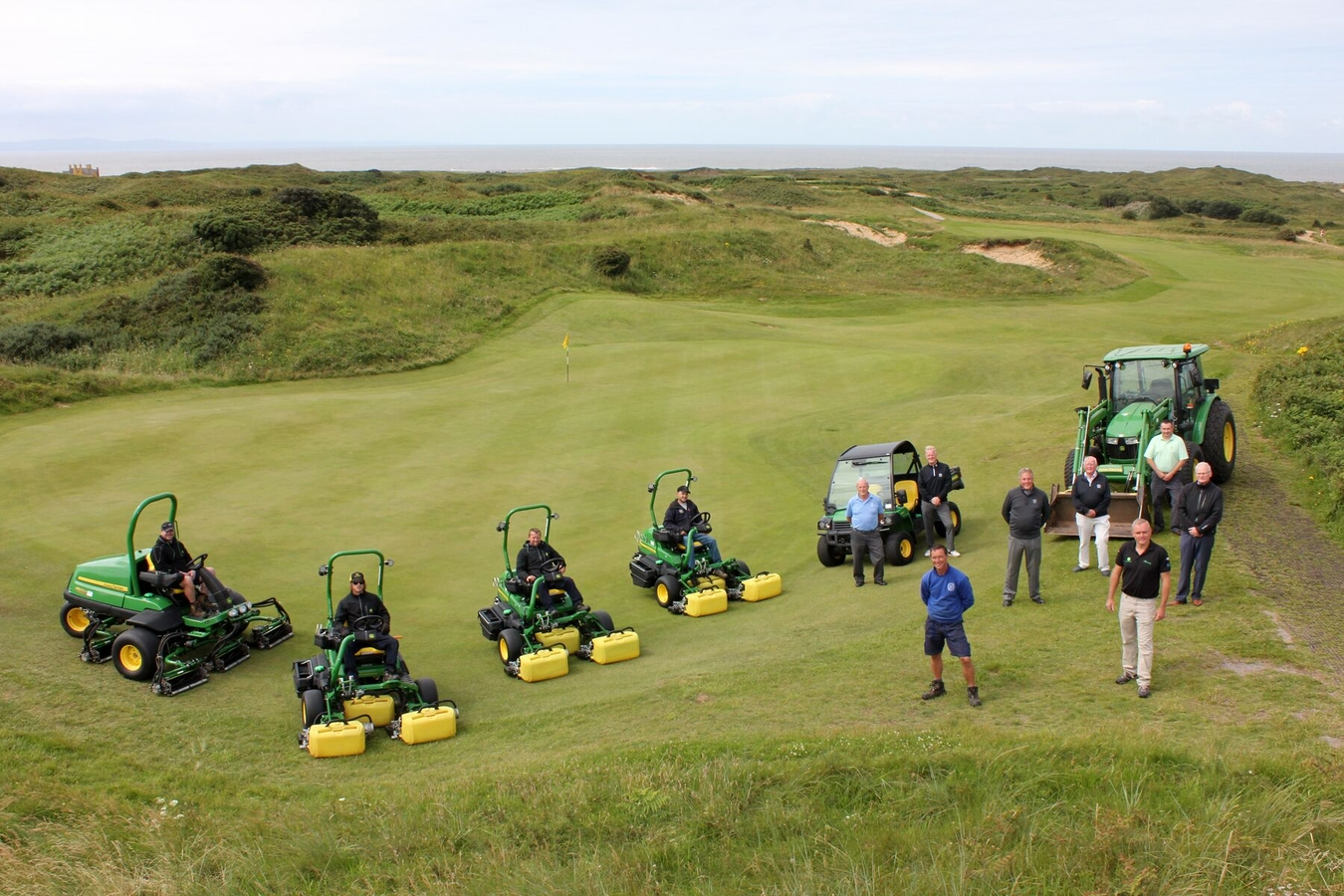 Pyle & Kenfig Golf Club put in the first UK order for three new John Deere 2750E hybrid electric triplex mowers, supplied by local dealer Powercut.