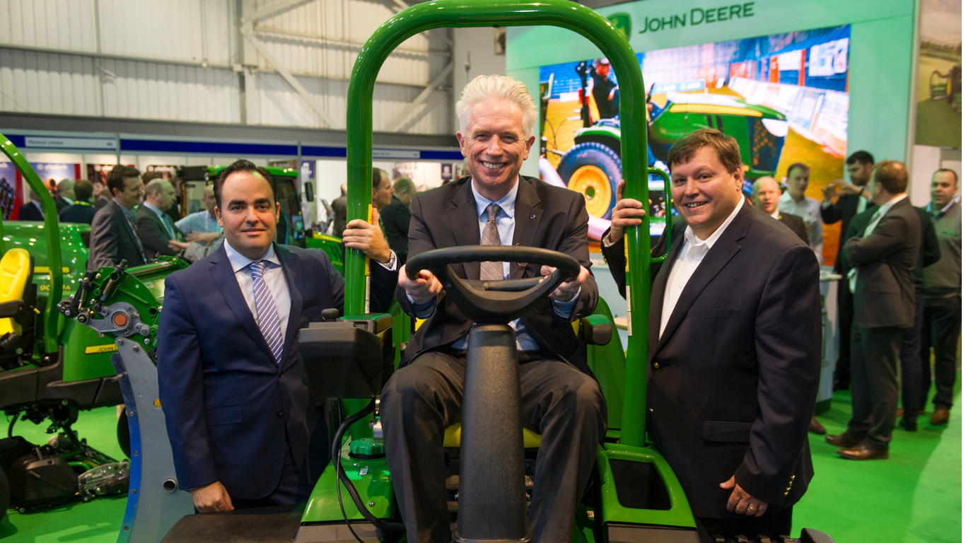 LET chairman Mark Lichtenhein (centre) with Deere's European turf sales & marketing manager Carlos Aragones (left) and global turf marketing director Manny Gan.