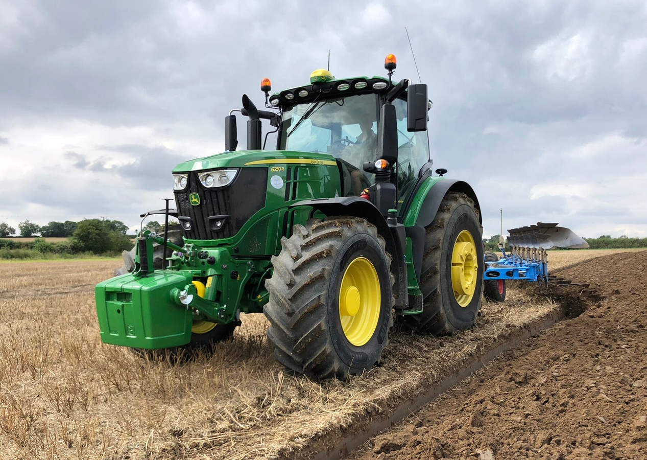 Bedfordia Farms' new John Deere 6250R tractors were the first in the UK to be fitted with Michelin AxioBib 2 VF tyres.